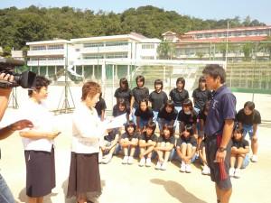 女性会活動 青少年育成資金贈呈風景